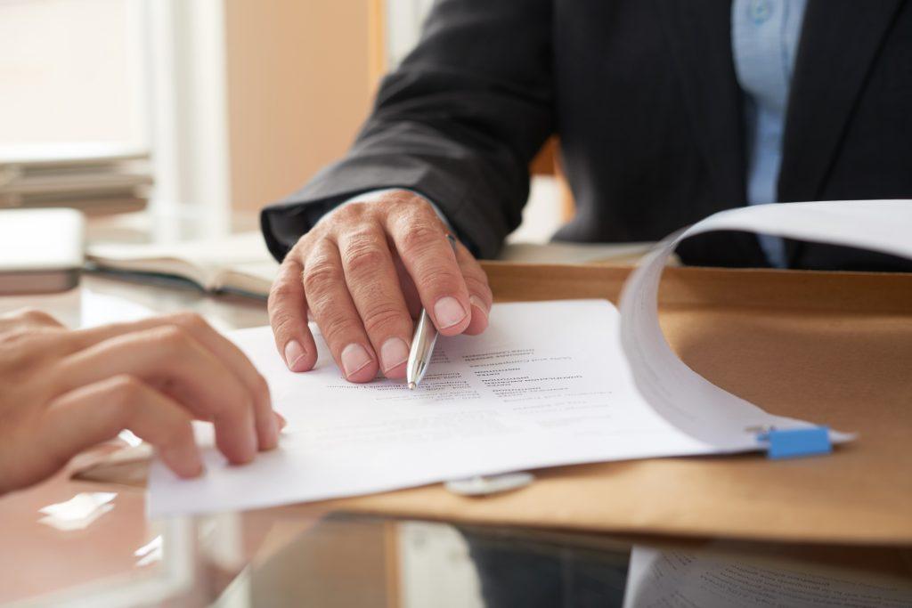 подписване на договор по време на майчинство